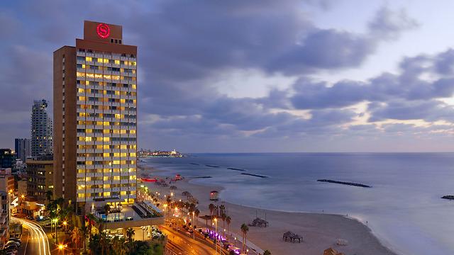 ג'סטין ביבר לקח 30 חדרים במלון שרתון