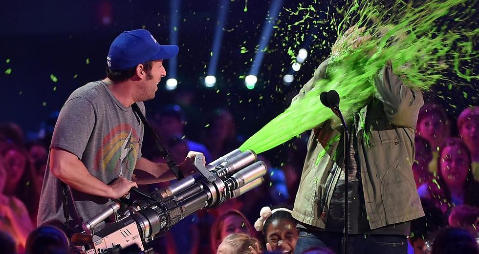 Sandler and Gad enjoying some slime (Photo: GettyImages)