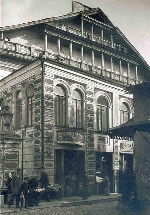 בית הכנסת לפני שנהרס על ידי הנאצים ()