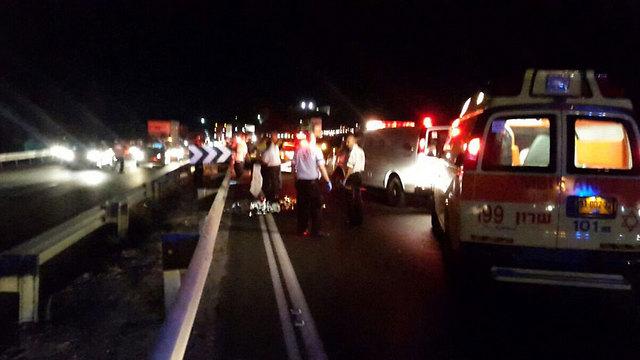 """זירת התאונה בכביש החוף (צילום: דוברות מד""""א) (צילום: דוברות מד"""