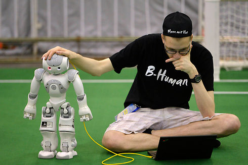 רובוטים ומערכות מחשוב משוכללות יורשים את מקומות העבודה שלנו (צילום: רויטרס) (צילום: רויטרס)