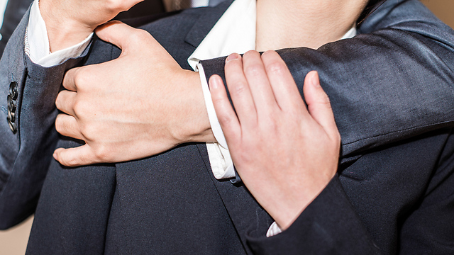 גם גברים יכולים לעבור הטרדה מינית (צילום: shutterstock) (צילום: shutterstock)