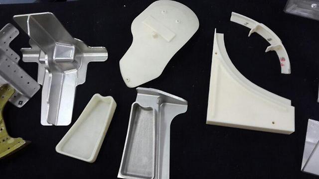 הרכיבים הראשונים שייצרה המדפסת שנרכשה על ידי חיל האוויר (צילום: יואב זיתון) (צילום: יואב זיתון)