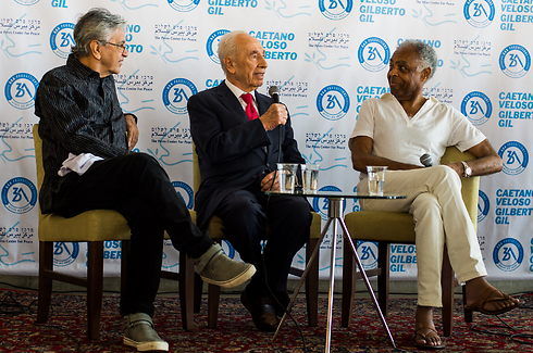 Gil with fellow Brazilian musician Caetano Veloso and late President Shimon Peres in 2015 (Photo: Kobi Richter)