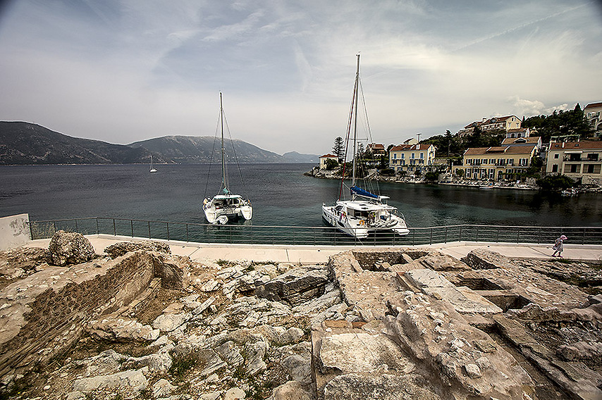 מפרץ ואתר ארכיאולוגי בעיירה Feskardo (צילום: רון פלד)