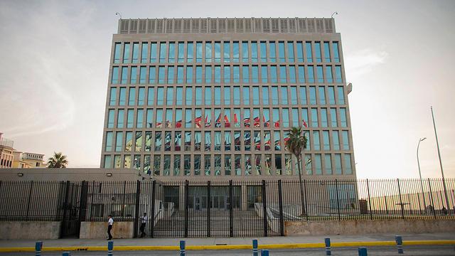 בניין השגרירות האמריקנית בהוואנה (צילום: רויטרס) (צילום: רויטרס)