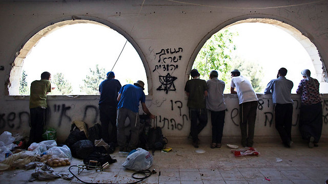 Squatters in Sa-Nur (Photo: Reuters)