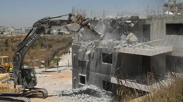 Draynoff buildings being demolished (Photo: Abigail Uzi)