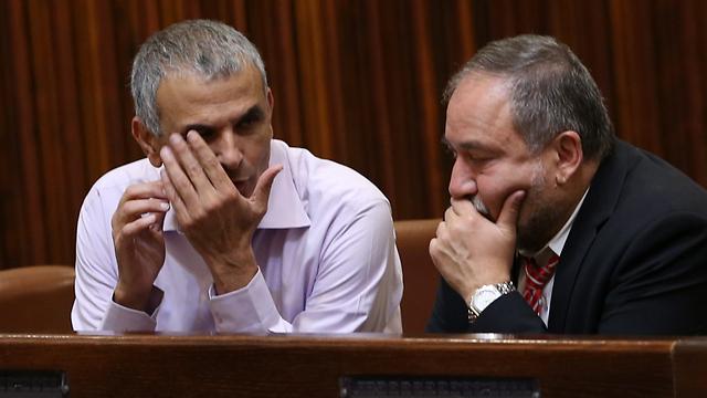 Kahlon (L) and Lieberman, at the Knesset (Photo: Alex Kolomoisky)