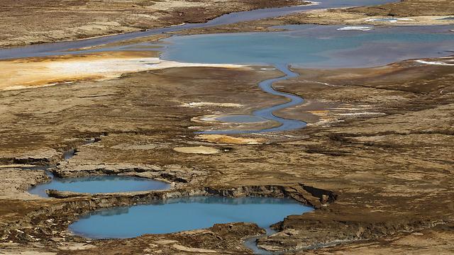 בולענים באזור ים המלח (צילום: רויטרס)