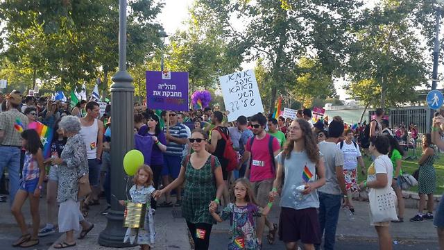 כך החל המצעד בשמחה גדולה (צילום: רועי ינובסקי) (צילום: רועי ינובסקי)