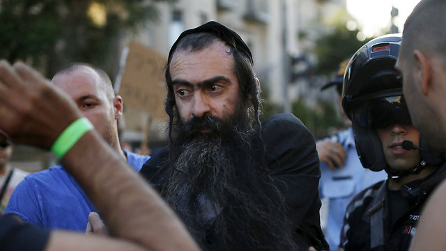 שליסל לאחר מעצרו, היום בירושלים (צילום: רויטרס)