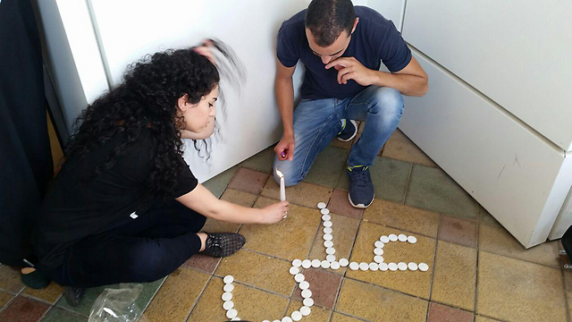 Spelling out Ali's name in Arabic with memory candles at Sheba (Photo: Lior Paz)