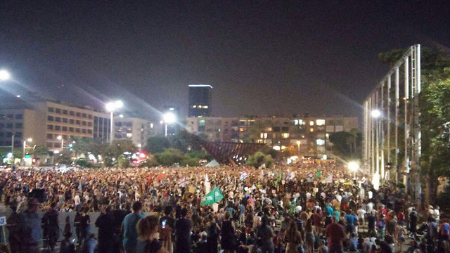 Thousands at Rabin Square (Photo: Becky Azran)