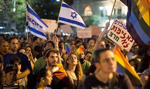 עצרת התמיכה בקהילה, אמש בתל אביב (צילום: EPA) (צילום: EPA)