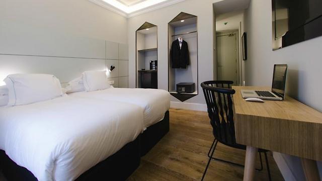 עיצוב מוקפד בחדרים ובמסדרונות ()