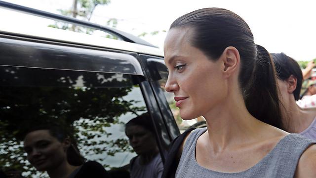השחקנית אנג'לינה ג'ולי, שעברה כריתה מניעתית של השדיים עקב נשאות המוטציה בגן BRCA  (צילום: EPA) (צילום: EPA)