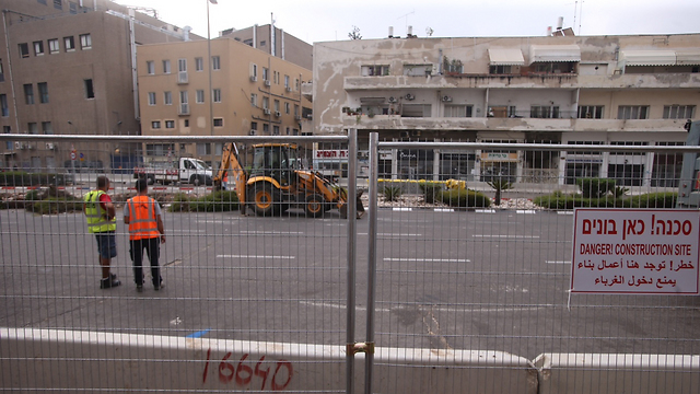 החפירות מתחילות. רחוב יהודה הלוי, הבוקר (צילום: מוטי קמחי)