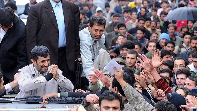 Ahmadinejad surrounded by supporters (Photo: AP)