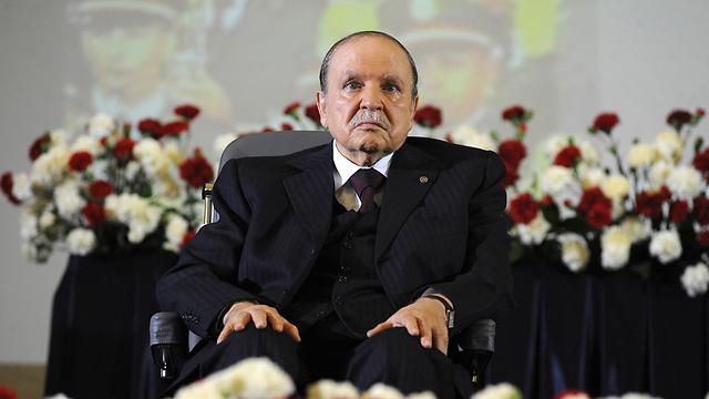 החוק שקידם לא ממש מקדם את הנשים בפוליטיקה. נשיא אלג'יריה בוטפליקה (צילום: AP)