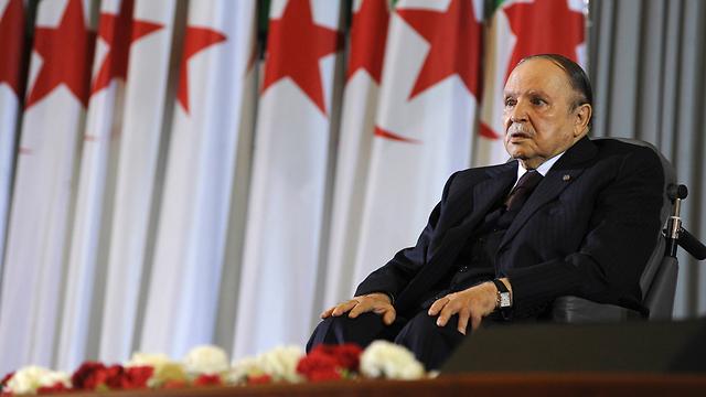 אחרי מבוכה אחת בחר להימנע ממבוכה נוספת ופיטר מיד את שר התיירות. נשיא אלג'יריה בוטפליקה (צילום: AP)