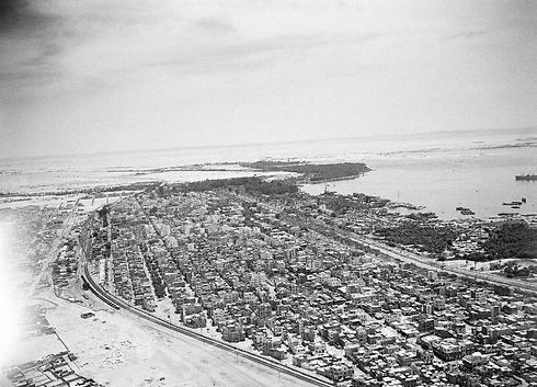 מבט על תעלת סואץ מאזור איסמעיליה, 1953 (צילום: AP) (צילום: AP)