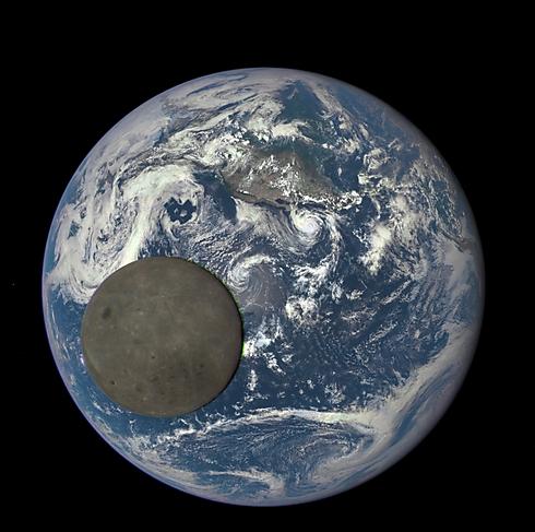 The earth and the moon (Photo: NASA)