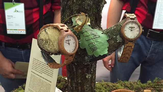 """אסטוניה: """"סווץ'"""" - שעון יד מעוצב מעץ ()"""