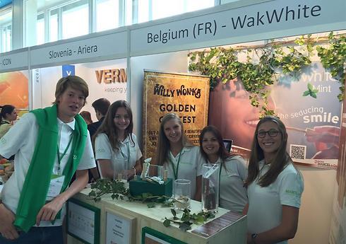 בלגיה: מקל להלבנת שיניים מעץ מיוחד ()