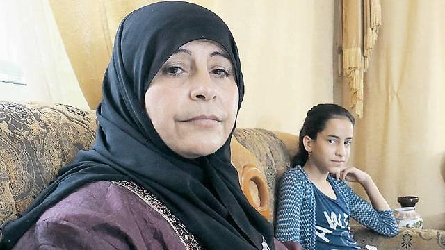 Huda Kumail and her young daughter (Photo: Shaul Golan)