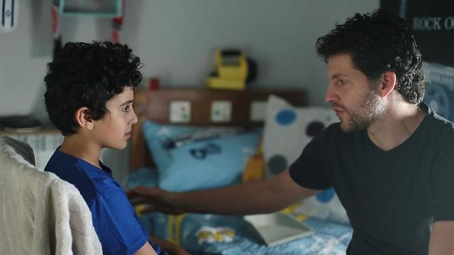 """הבמאי יונתן גבע עם יואב סעדיאן רוזנברג על הסט של """"אבוללה"""" ()"""