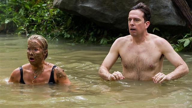 אד הלמס וכריסטינה אפלגייט שוחים בביוב ()