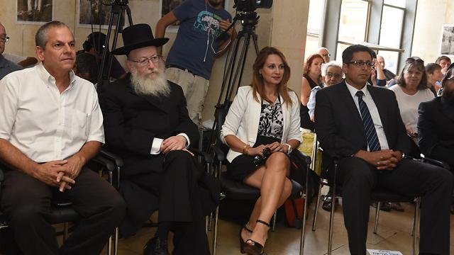 """ליצמן לצד ח""""כ שאשא ביטון וראש העיר צפת בטקס חנוכת מכשיר ה-MRI בבי""""ח זיו (צילום: אביהו שפירא) (צילום: אביהו שפירא)"""