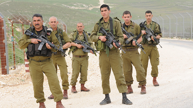 Druze IDF officers and IDF trackers (Photo: Aviyahu Shapira)