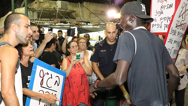 Protesters, police and Africans in southern Tel Aviv. (Photo: Shaul Golan) (Photo: Shaul Golan)