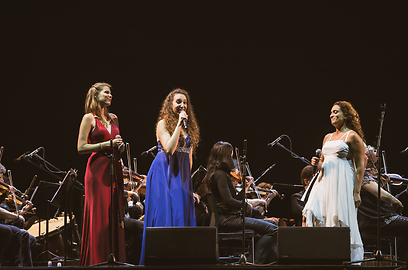 Nini (R) with Israeli Opera soloists (Photo: Barak Aharon)