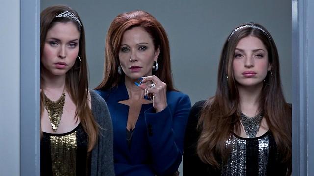 """אמא חורגת, אחיות מרשעות. """"סינדרלה והעיר הגדולה"""" ()"""