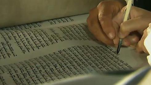 תוצאת תמונה עבור תמונות של הכנסת ספרי תורה