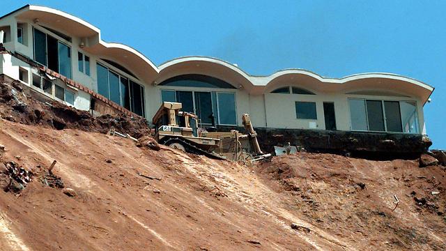 מפולות הבוץ, לפני 18 שנה (צילום: AP) (צילום: AP)
