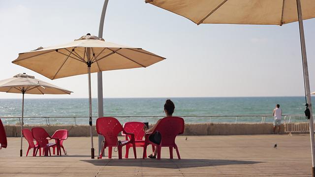 חם בחוף מציצים בתל אביב (צילום: ירון ברנר) (צילום: ירון ברנר)