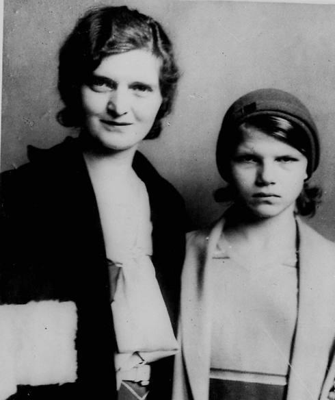 המאהבת, נאן בריטון, ובתה אליזבת (צילום: AP) (צילום: AP)