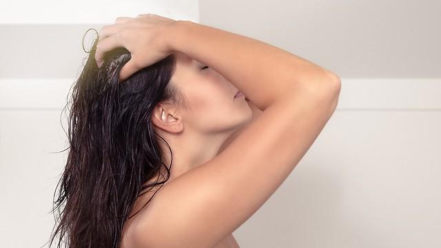 לאתר את מקור הבעיה. התקרחות בקרב נשים (צילום: shutterstock) (צילום: shutterstock)