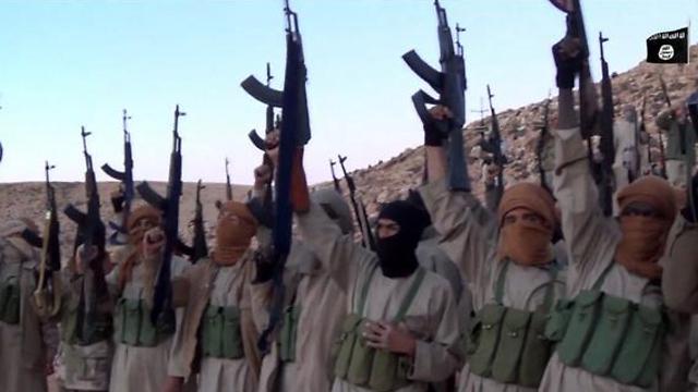 לוחמי דאעש בלוב. הופצצו על-ידי מסוקים לא מזוהים ()