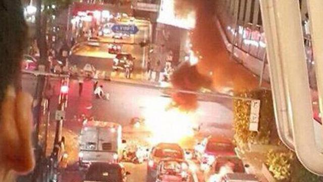 תמונות ראשונות שעלו לטוויטר ממקום הפיצוץ בבנגקוק ()