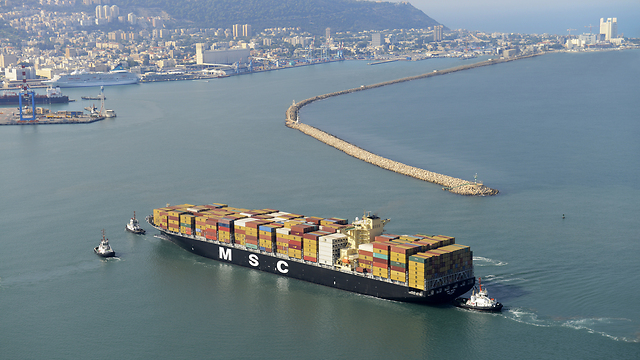 Container ship approaching Haifa Port (Photo: PR)