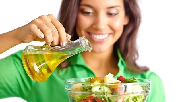 תמדדו כמה שמן אתם צורכים בארוחה (צילום: shutterstock) (צילום: shutterstock)