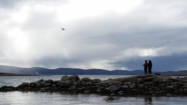 המטרה: לצלם את דובי הקוטב בים, מהסירה ובעזרת רחפן מהאוויר (צילום: יונתן ניר) (צילום: יונתן ניר)