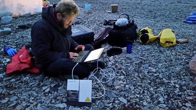ממתינים לדובי הקוטב. יונתן ניר כותב ל-ynet (צילום: דני מנקין) (צילום: יונתן ניר) (צילום: יונתן ניר)
