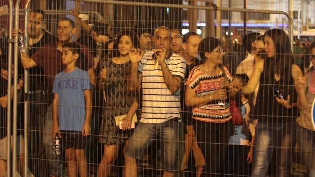 מאות הגיעו לצפות בפיצוץ (צילום: מוטי קמחי) (צילום: מוטי קמחי)