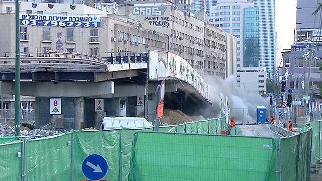 רגעי הפיצוץ של הגשר. קרס תוך שניות (צילום: מזמור) (צילום: מזמור)